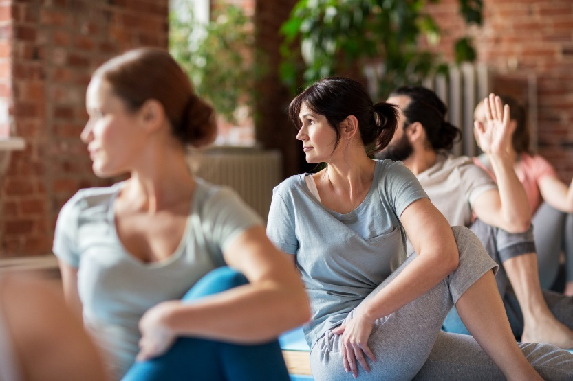 Frauen entspannt bei der Gymnastik.