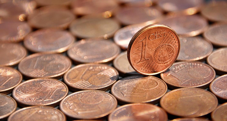 Viele 1-Cent-Münzen.