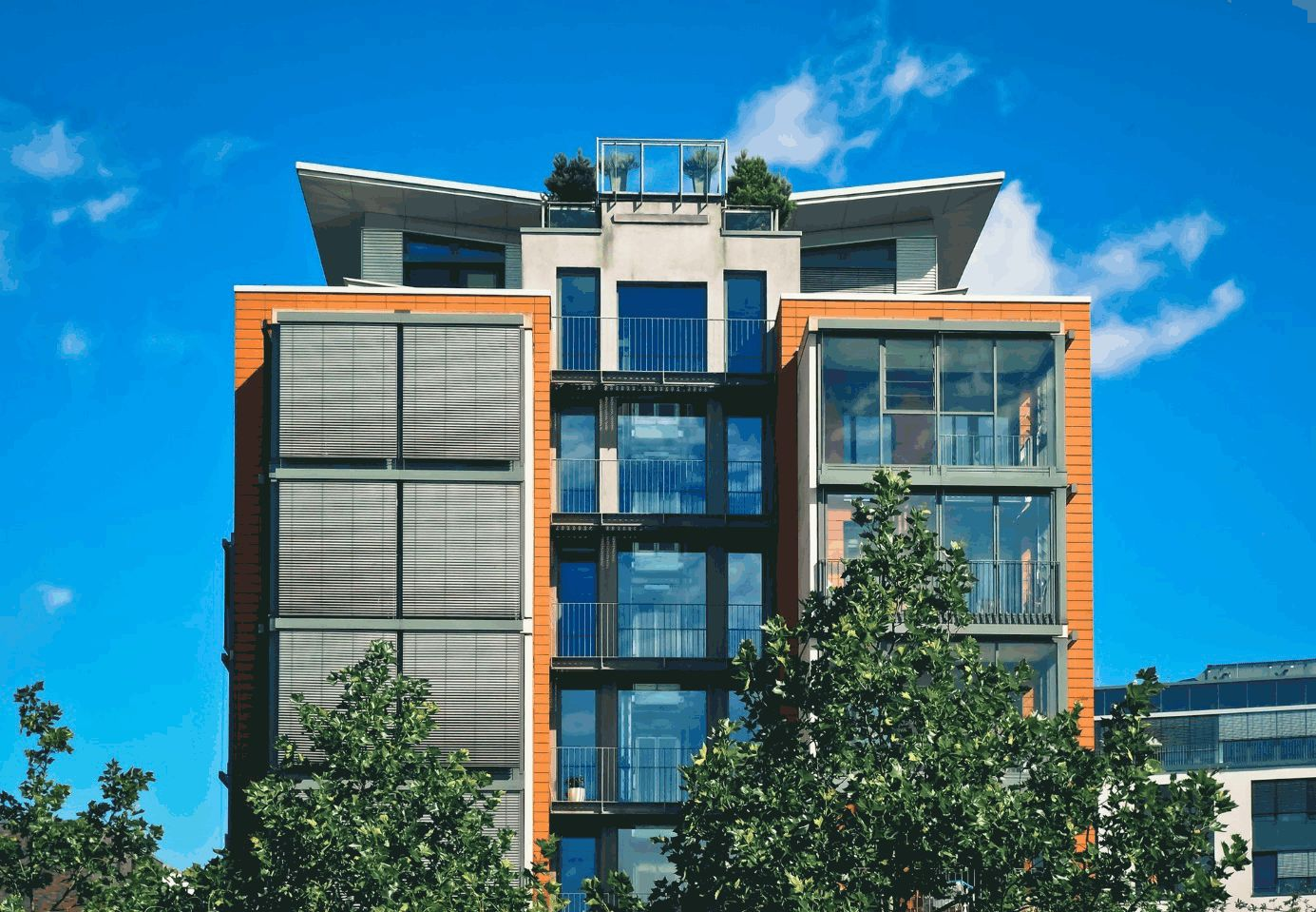 Fassade von modernem Bürohaus