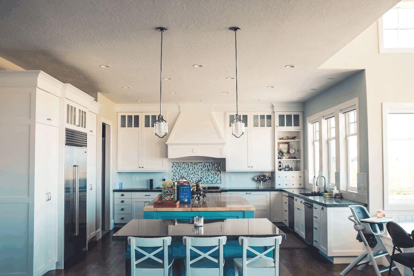 Blick in die leere Küche einer Familie.